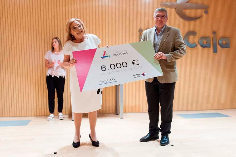 Premio Aragón Solidario Casa Cuna Ainkaren Zaragoza - entrega del cheque